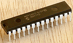 CircuitPython 10行プログラミング (12) LチカMCP23017